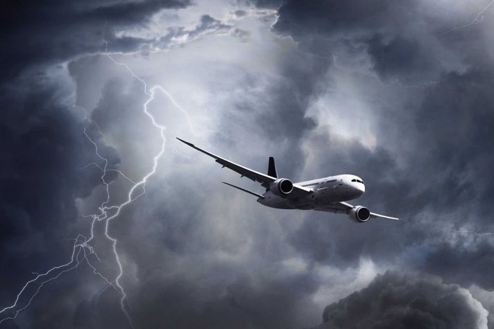 AeroBT-Airliner-in-a-storm_2880x1440.jpg