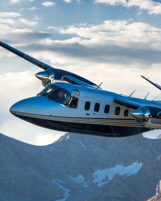 Twin Commander flown by Erick Teeters & John Kelley.