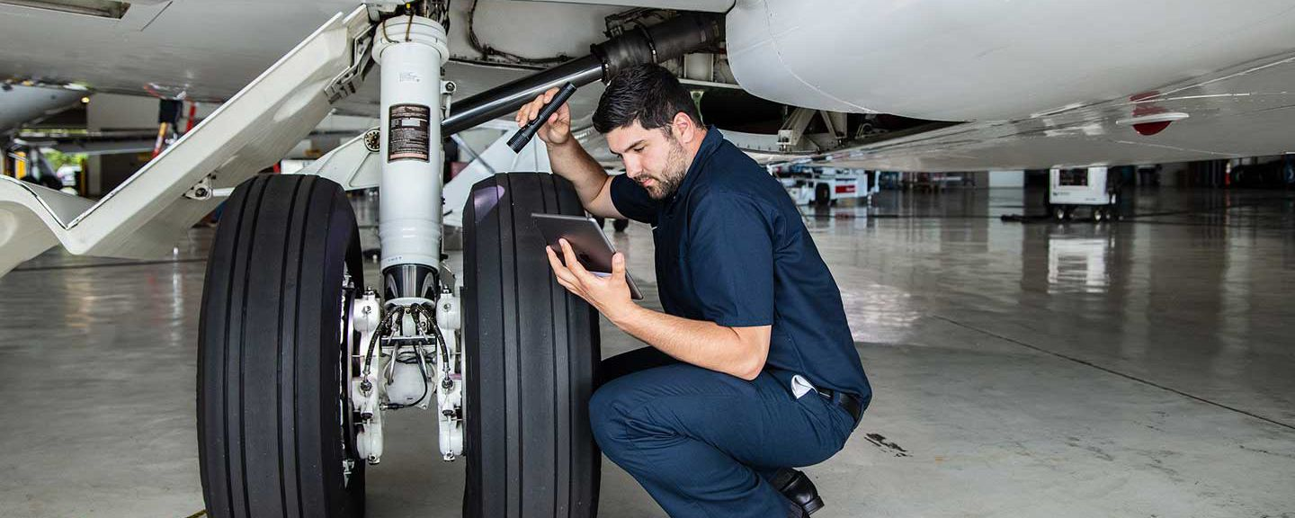 G650 Landing Gear Inspection with iPad