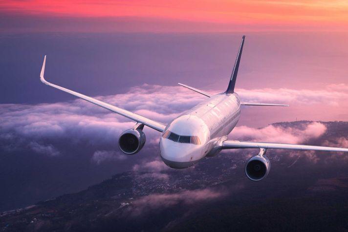AeroBT-s_1048899194_Airliner-flying_2880x1440.jpg