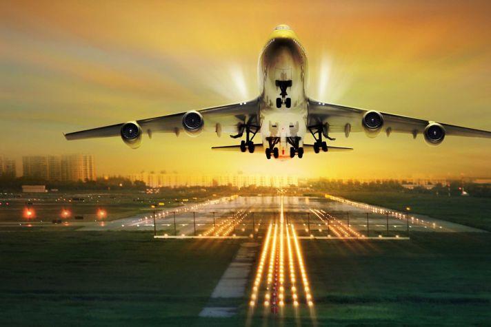 AeroBT-s_317631077_plane-taking-off-at-sunset_2880x1440.jpg