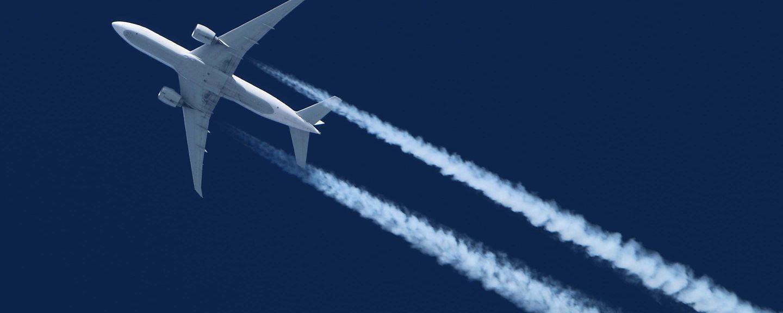 Airliner flying