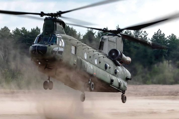 Chinook Pilot CH-47 helicopter