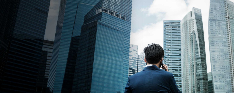 man-on-mobile-city-background-hero-2880x1152.jpg